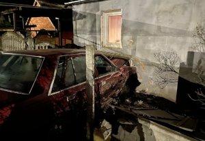 В Сумах пьяный водитель протаранил жилой дом