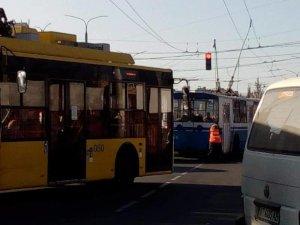 В Сумах — ДТП: троллейбусы изменили график движения