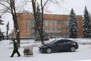 Из окна Путивльской РГА выбросилась пожилая женщина