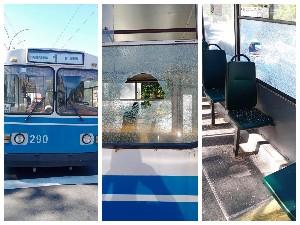 В Сумах пешеход бросил в окно троллейбуса кирпич