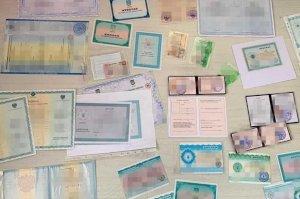 На Сумщине бывшая работница таможни организовала «производство» фальшивых документов