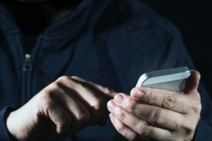 На Сумщине мошенник по телефону оформил на женщину три кредита