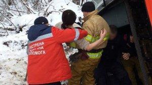 На трассе «Сумы-Пирятин» перевернулся пассажирский микроавтобус: есть травмированные