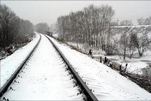Неизвестные разобрали часть действующей железнодорожной колеи