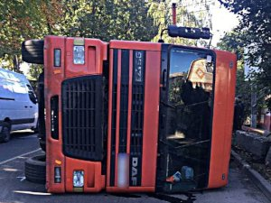 Подробности ДТП в Сумах,  в котором перевернулся грузовик