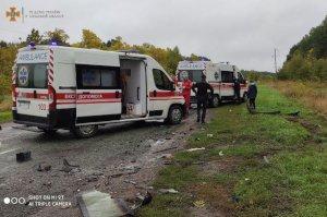 Под Сумами столкнулись Daewoo Lanos и ВАЗ-2107: водителей пришлось вызволять спасателям