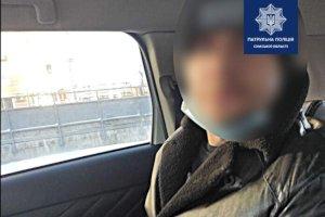В подъезде сумской многоэтажки обнаружили окровавленную женщину