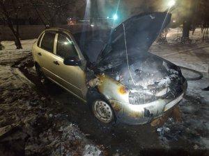 В Сумах на ул. И. Кавалеридзе горела «Лада Калина»