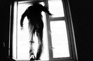 В Сумах мужчина выпрыгнул из окна больницы