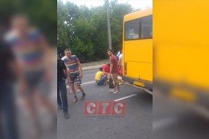 В Сумах пожилая женщина попала под колеса маршрутки