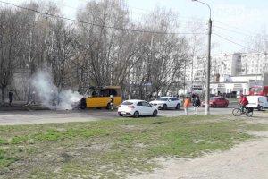В Сумах в районе озера Чеха сгорела маршрутка №7