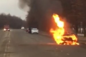 В Сумах автомобиль загорелся прямо на ходу