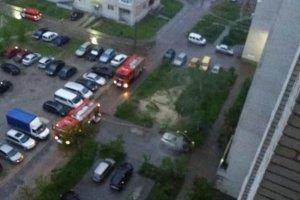 Во дворе сумской многоэтажки сгорела машина