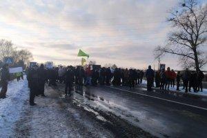 На Сумщине стартовала акция протеста против открытия рынка земли: аграрии перекрыли трассу