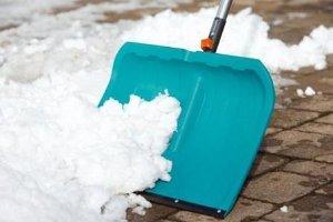 Александр Лысенко поручил расчистить от снега тротуары и остановки