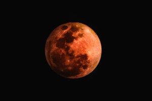 Сумчане смогут одновременно наблюдать лунное затмение и великое противостояние Марса