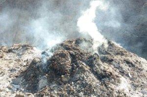 В Сумах горел «зеленый полигон»: экоинспекция проверила площадку КП «Паркинг»