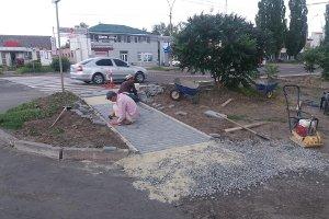 В Сумах ремонтируют посадочные площадки и тротуары