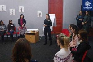 В Сумах стартовали курсы женской самообороны