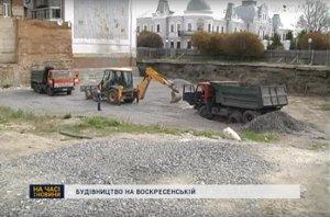 Возле Спасо-Преображенского собора в Сумах работает стройтехника