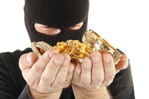 Розыск: в Шостке мужчина в маске ограбил ювелирный магазин