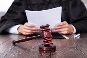 Суд оштрафовал врача за выдачу фальшивой медицинской справки