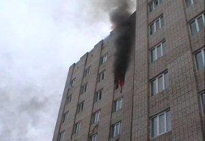 Пожар в общежитии СумГУ: огнеборцы спасли из дымовой ловушки 14 человек