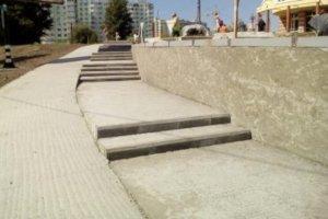 В Сумах наконец-то сделали ступеньки напротив «Лавины»