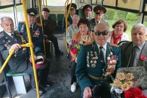 В Сумах ветераны проехались праздничным рейсом