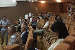 Жители 12 мкр напоминают депутатам о небезопасном состоянии лифтов