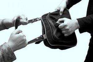 В Сумах ограбили женщину, которая возвращалась вечером домой